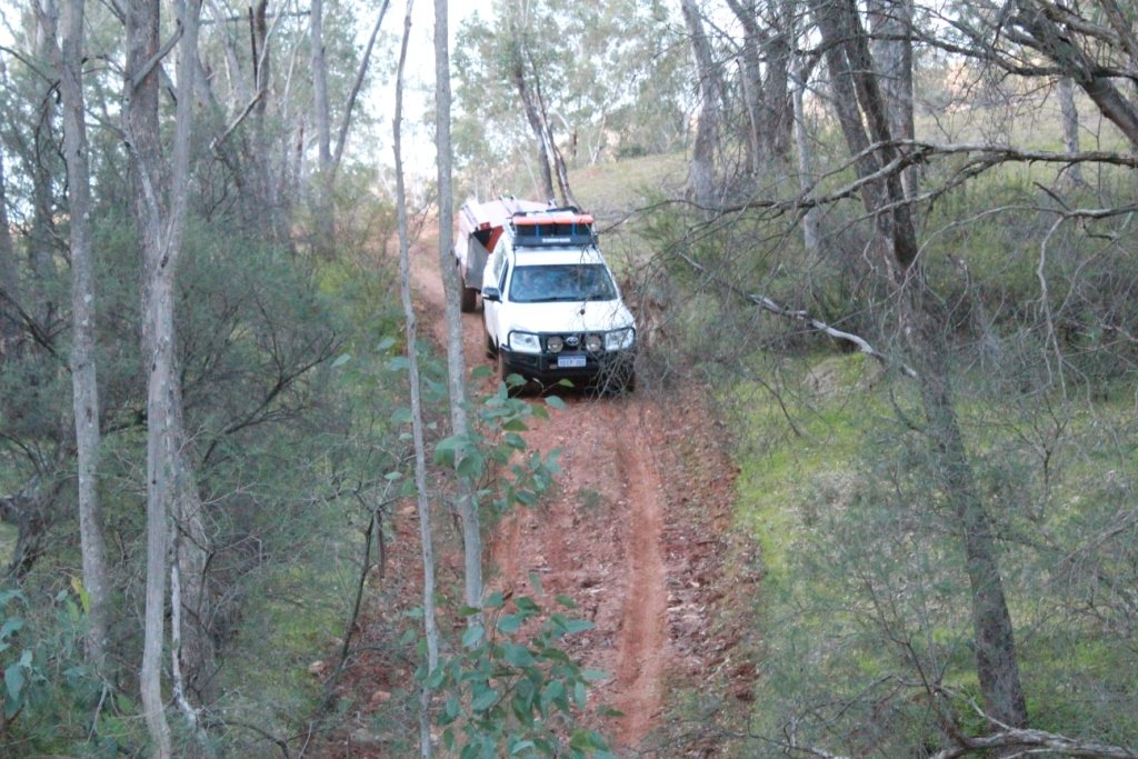 Perth four-wheel drivers learn how to correctly descend a hill in their 4x4 towing a caravan.